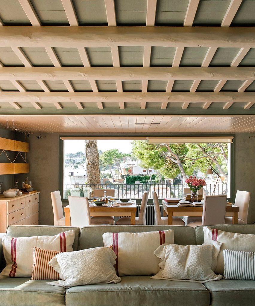 salon comedor 6 852x1024 - Cálida serenidad en perfecta armonía con el mar en Costa Brava (Girona)
