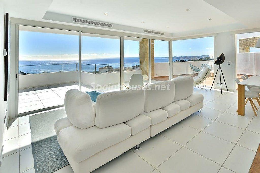 salon comedor 8 1024x683 - Precioso toque nórdico a estrenar con vistas al mar en Benalmádena (Costa del Sol, Málaga)