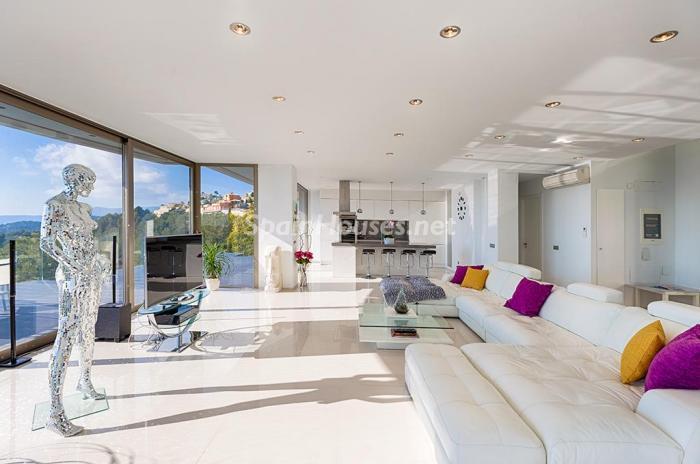 salon detalle - Blanca y sofisticada villa de vacaciones en Moraira (Costa Blanca): luz y diseño frente al mar