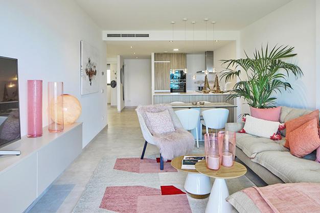 salon ibiza 2 - Si buscas vistas al mar, este apartamento de lujo en Ibiza te va a encantar