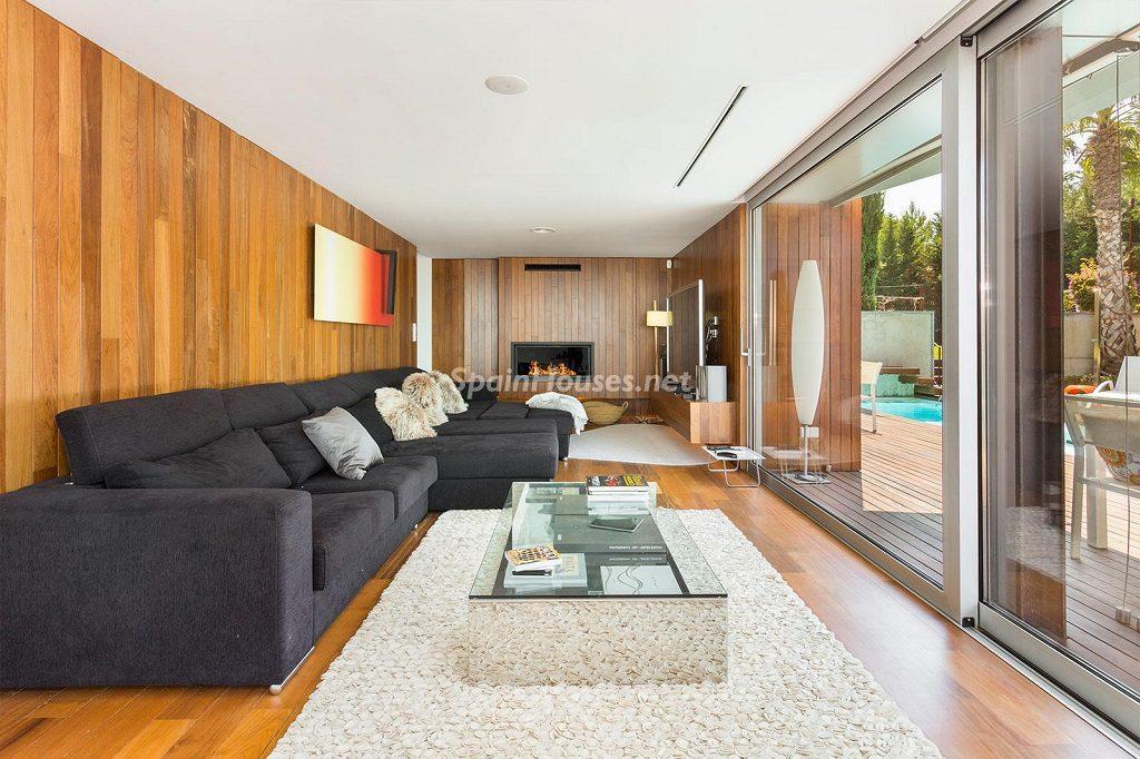 salon piscina 1 1024x682 - Chalet en la Sierra de Collserola (Barcelona): lujo y diseño para disfrutar
