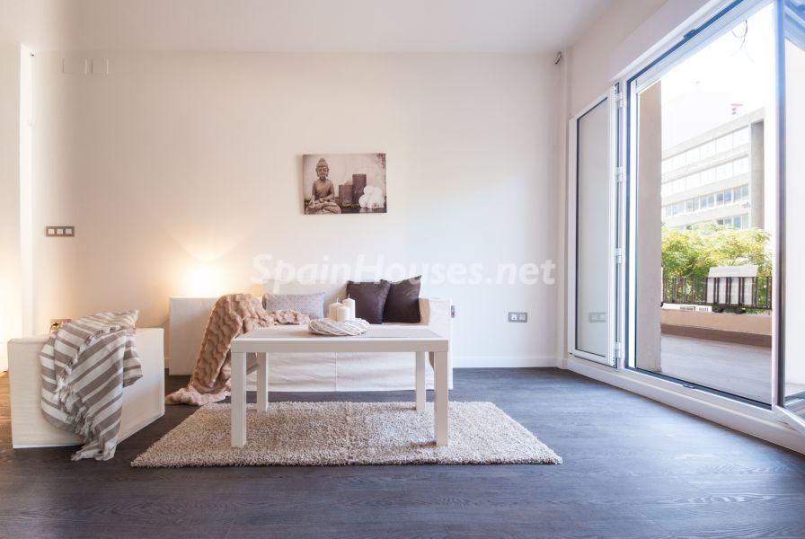 salon terraza1 - Home Staging de detalles cálidos en un bonito piso reformado en Cádiz capital