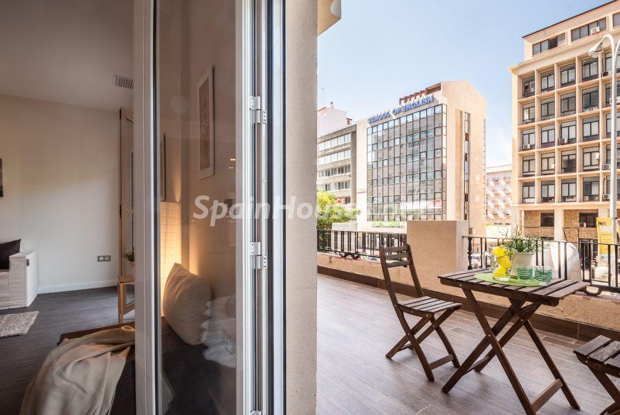 salon terraza2 - Home Staging de detalles cálidos en un bonito piso reformado en Cádiz capital