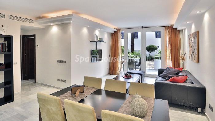 salon1 1 - Precioso apartamento con decoración elegante y serena junto al mar en Marbella