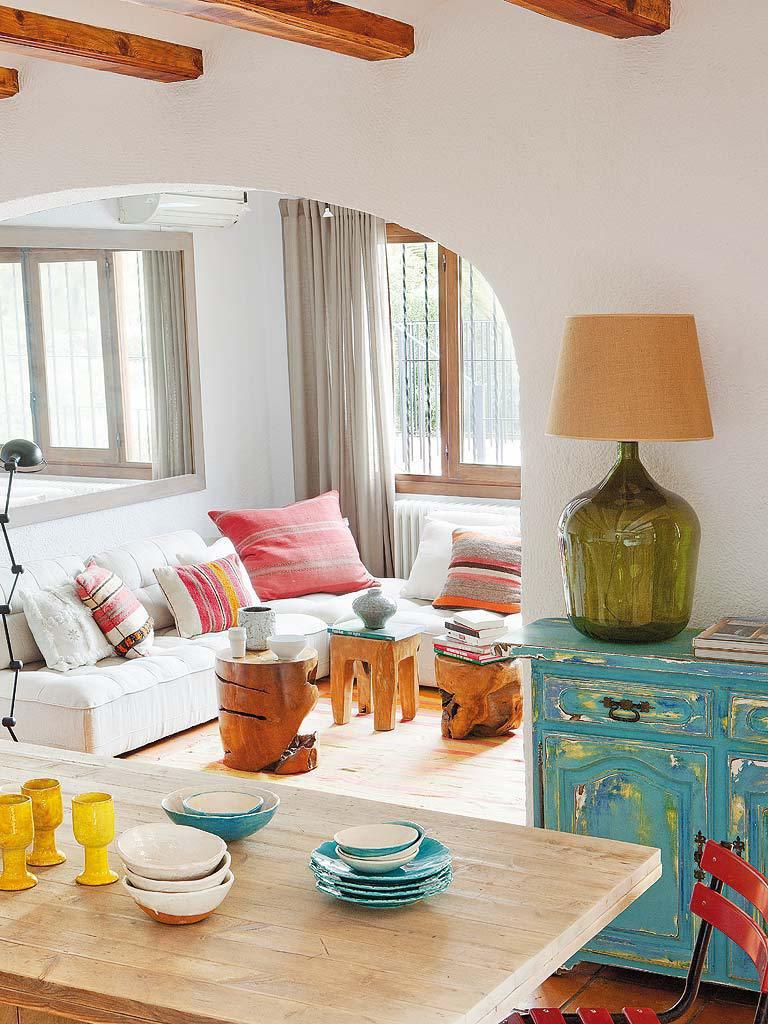salon1 10 768x1024 - Fantástica casa luminosa y natural en Jávea (Costa Blanca), llena de color y toques étnicos