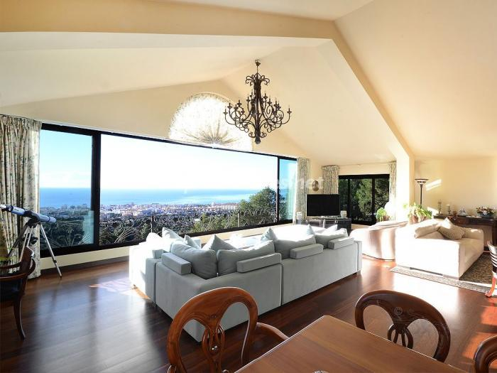 salon1 18 - Elegante y serena villa en Marbella (Costa del Sol), con vistas al mar y piscina cubierta
