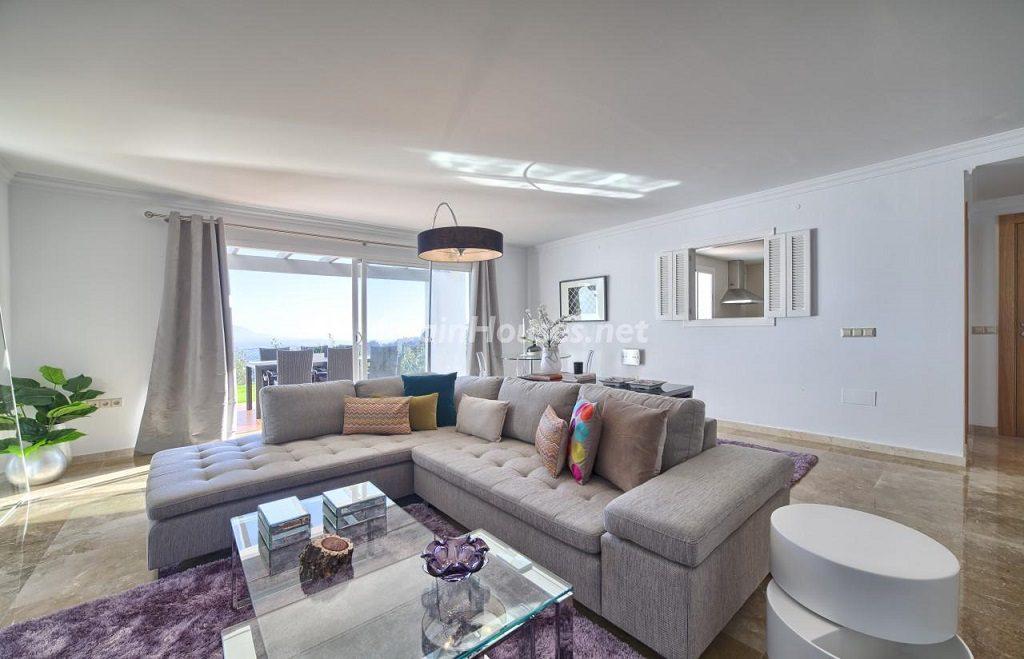 salon1 23 1024x659 - Precioso piso a estrenar en la Sierra de las Nieves (Istán, Marbella), naturaleza a 15 km del mar