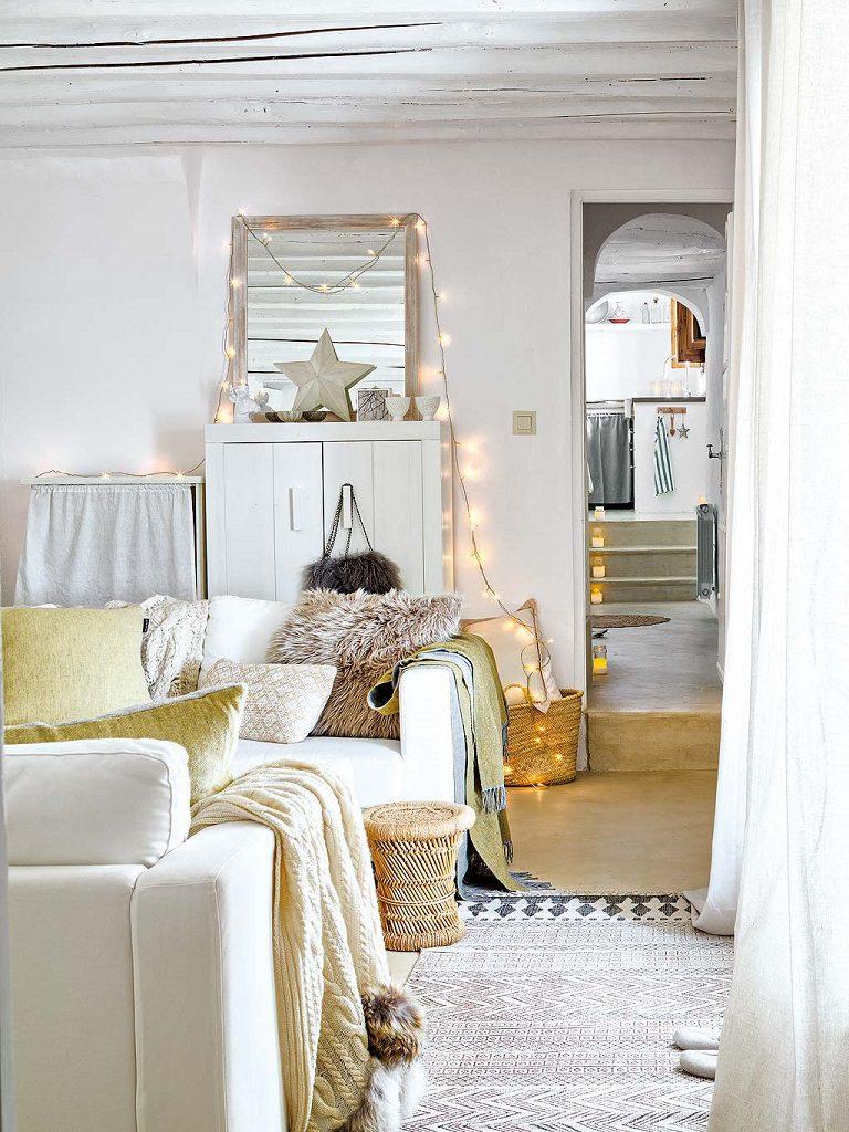 salon1 28 768x1024 - Navidad blanca, sutil y nórdica en un cortijo andaluz de ensueño en Málaga