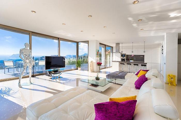 salon1 3 - Blanca y sofisticada villa de vacaciones en Moraira (Costa Blanca): luz y diseño frente al mar