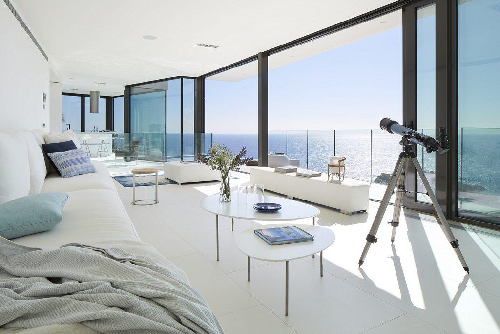 salon1 35 1024x683 - Casa de diseño bañada por el sol en Santa Cristina d'Aro, Girona (Costa Brava)