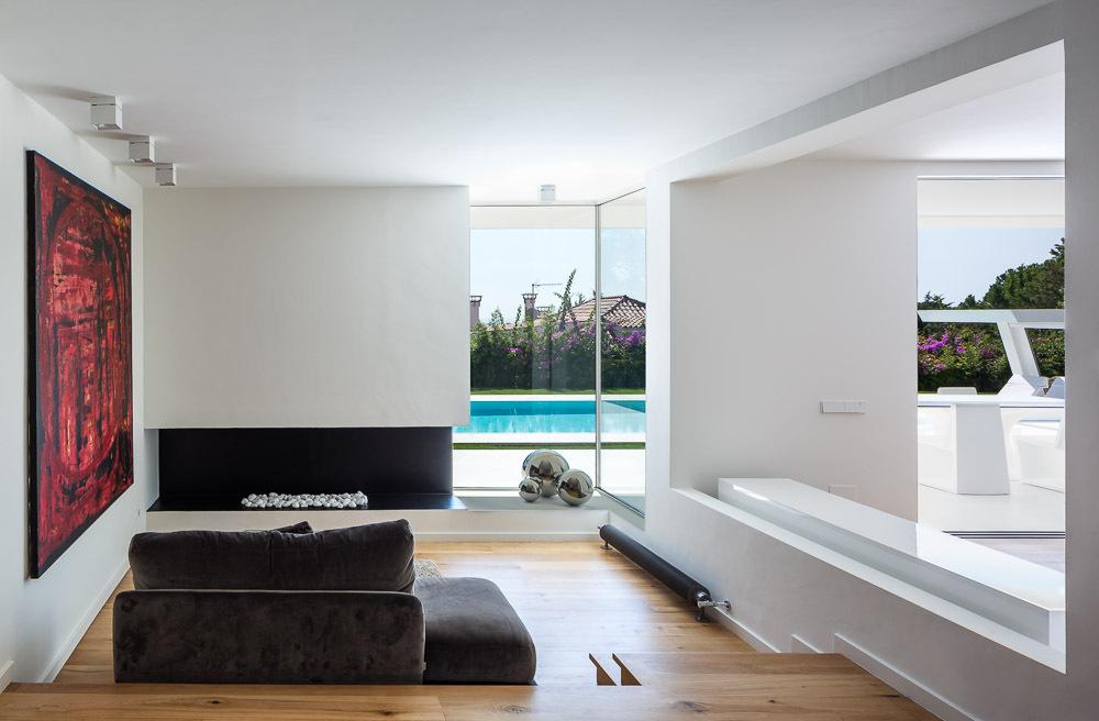 salon1 43 - Casa en Alella (Barcelona), de diseño minimalista y piscina primaveral