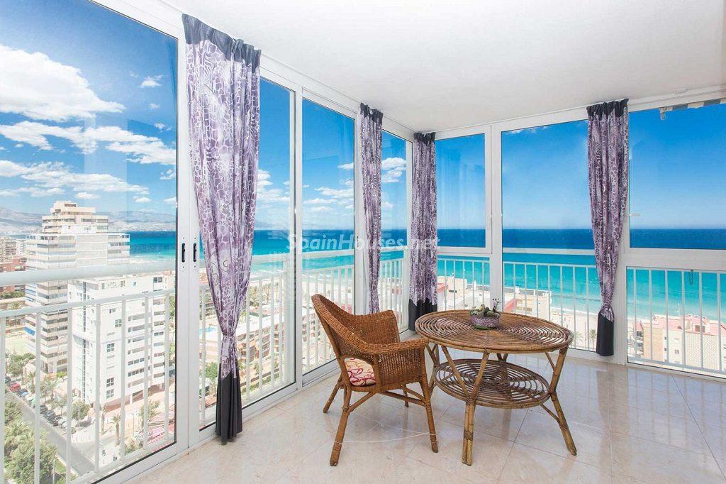salon1 45 1024x682 - Veranos de luz y vistas al mar en un piso en Playa de San Juan (Alicante)