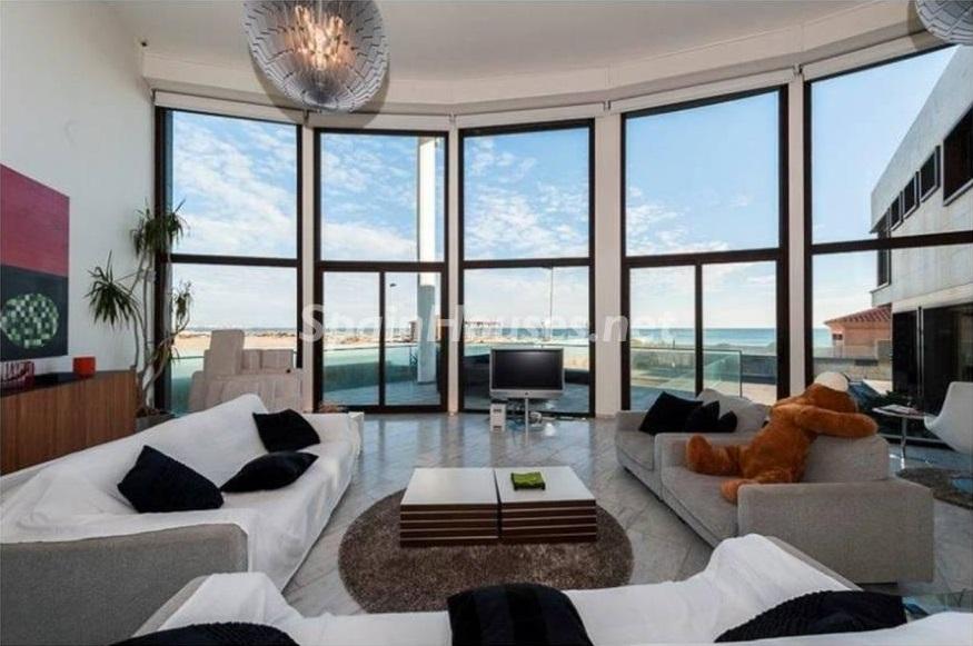 salon1 7 - Lujo entre dos mares: Casa en primerísima línea de playa en La Manga del Mar Menor (Murcia)