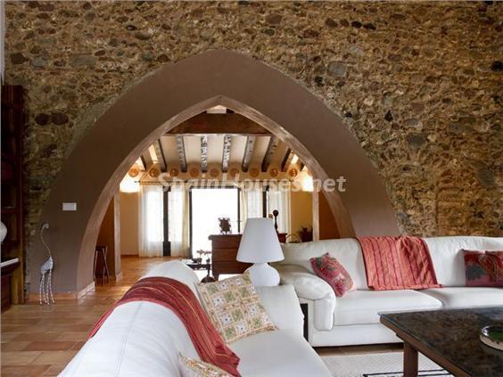 salon11 - Casa de la Semana: Preciosa casa de estilo medieval en Vilafortuny, Cambrils (Tarragona)