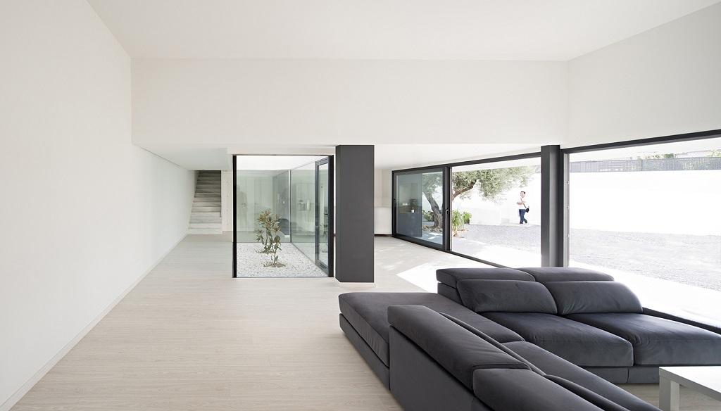 salon132 - Preciosa casa en Granada de líneas puras y blanco minimalista