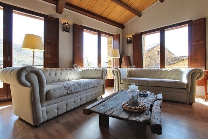 salon157 - Otoño y naturaleza en una preciosa casa tradicional en Ribagorza, el Pirineo de Huesca