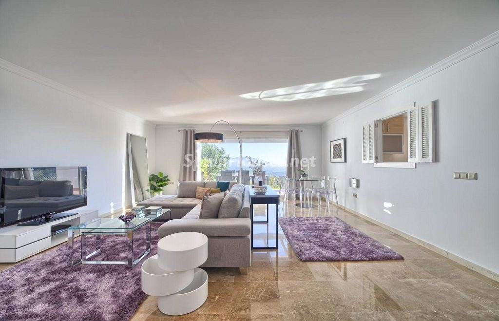 salon2 12 1024x659 - Precioso piso a estrenar en la Sierra de las Nieves (Istán, Marbella), naturaleza a 15 km del mar