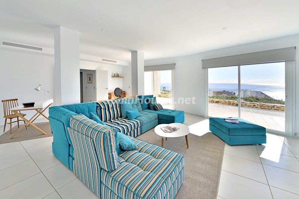 salon2 16 1024x683 - Precioso toque nórdico a estrenar con vistas al mar en Benalmádena (Costa del Sol, Málaga)