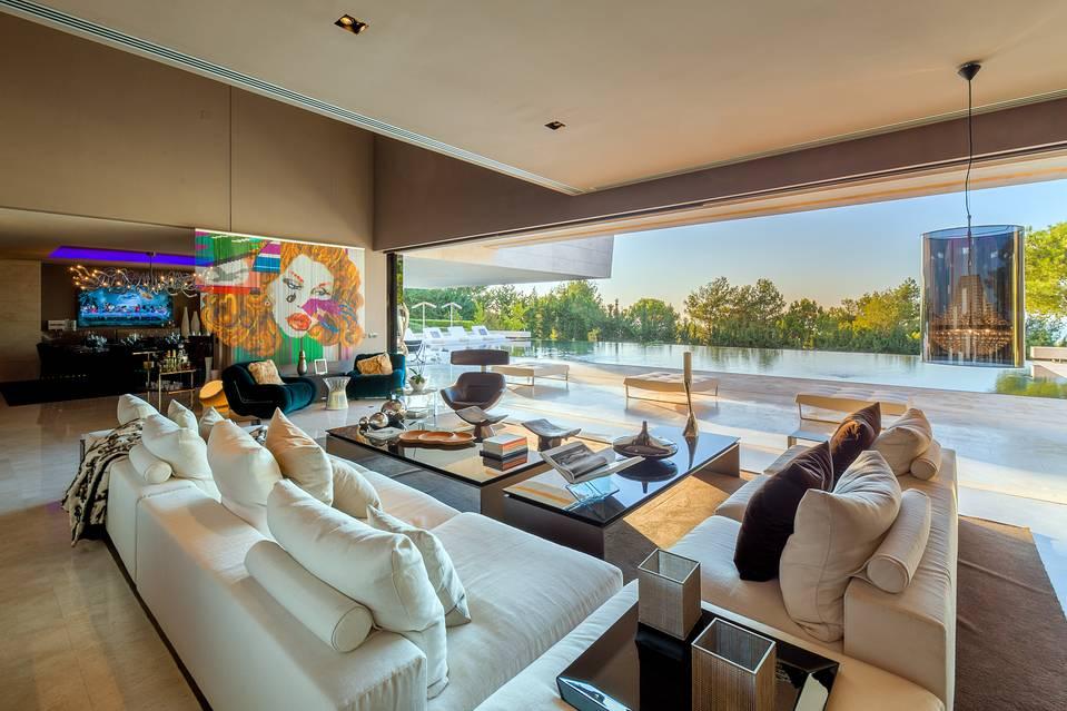 salon2 2 - Espectacular, imponente y lujosa casa de diseño en Puerto Banús (Marbella, Costa del Sol)