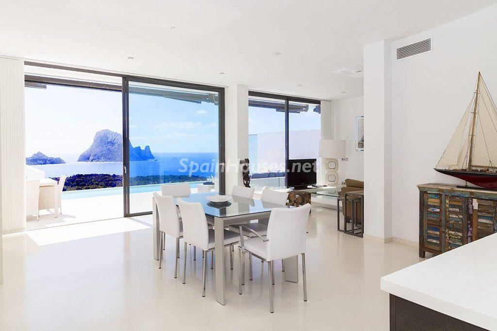 salon2 20 1024x682 - Lujo minimalista para una escapada de vacaciones frente a Es Vedrà, Ibiza (Baleares)