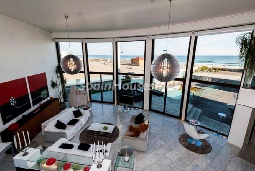 salon2 3 - Lujo entre dos mares: Casa en primerísima línea de playa en La Manga del Mar Menor (Murcia)