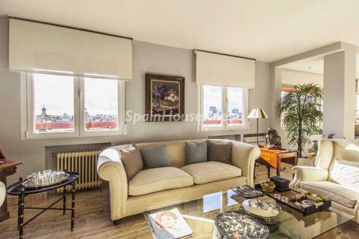 salon2 5 - Elegante, amplio y luminoso ático con vistas a todo el skyline de Madrid en Chamartín