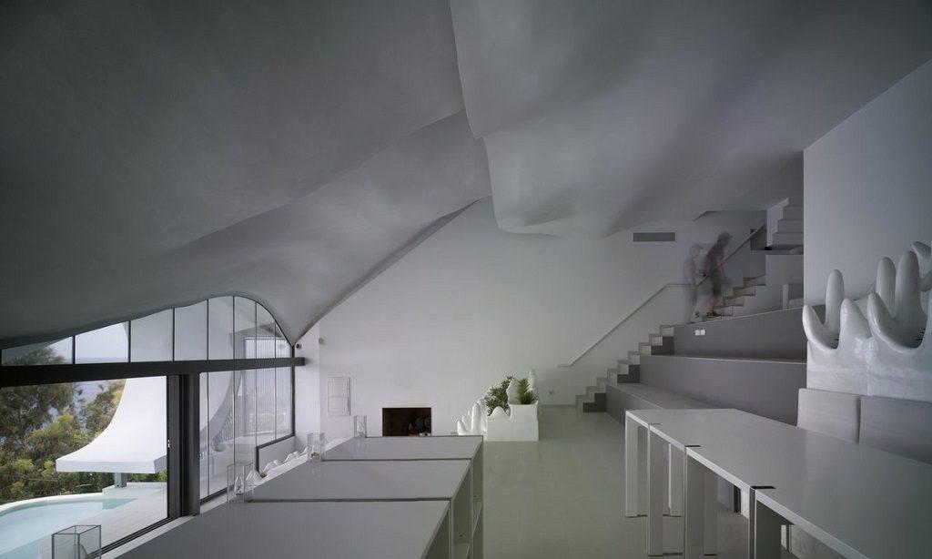 salon2 8 1024x614 - Casa modernista en Salobreña (Granada) o dragón imponente que se asoma al mar