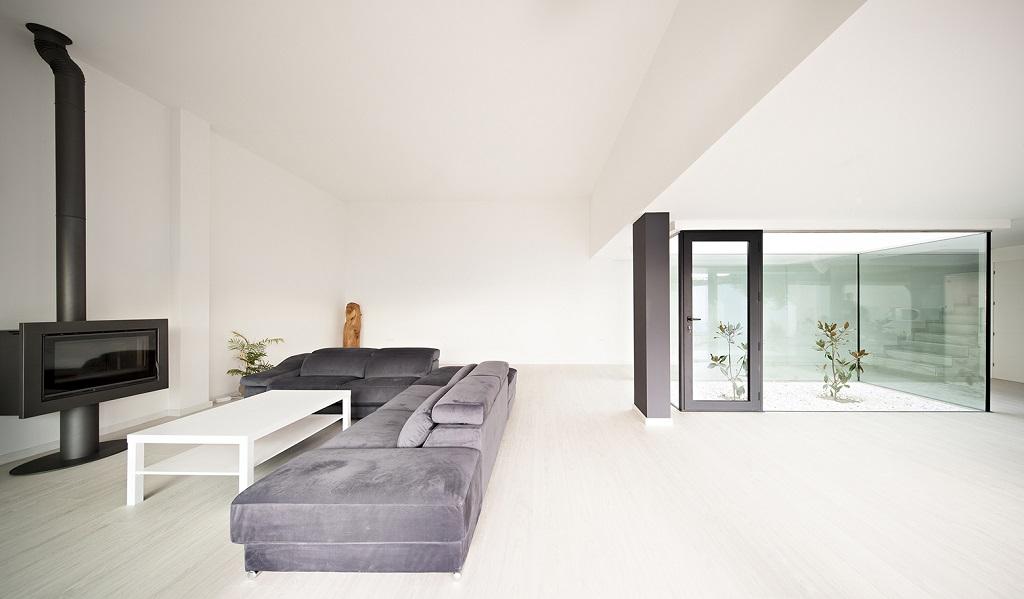 salon212 - Preciosa casa en Granada de líneas puras y blanco minimalista