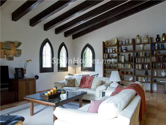 salon22 - Casa de la Semana: Preciosa casa de estilo medieval en Vilafortuny, Cambrils (Tarragona)