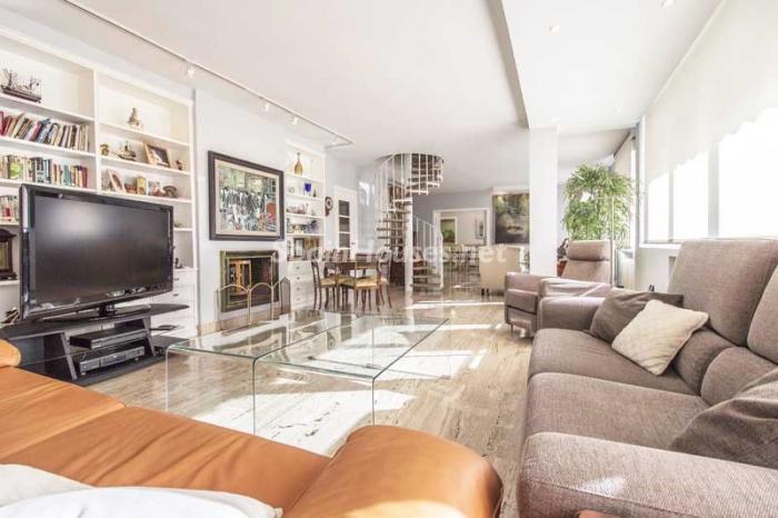 salon3 1 - Elegante, amplio y luminoso ático con vistas a todo el skyline de Madrid en Chamartín