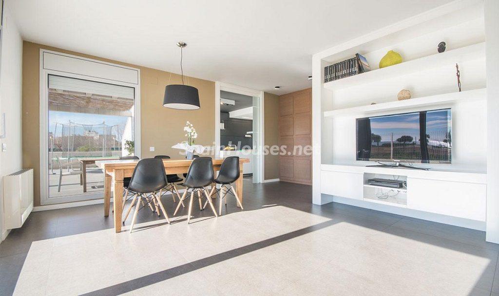 salon3 2 1024x608 - Diseño escandinavo en una soleada casa junto a la playa en Cambrils (Costa Dorada)