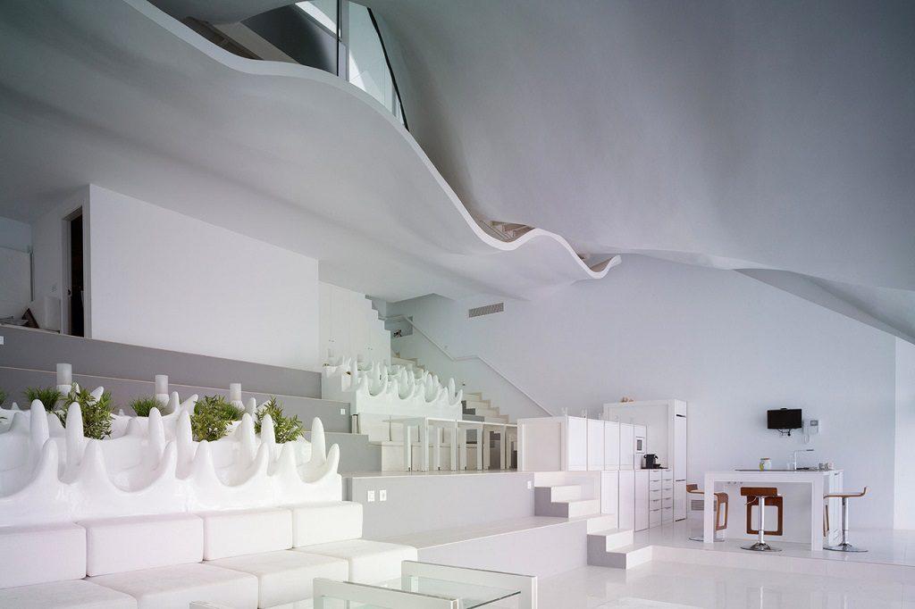 salon3 4 1024x682 - Casa modernista en Salobreña (Granada) o dragón imponente que se asoma al mar