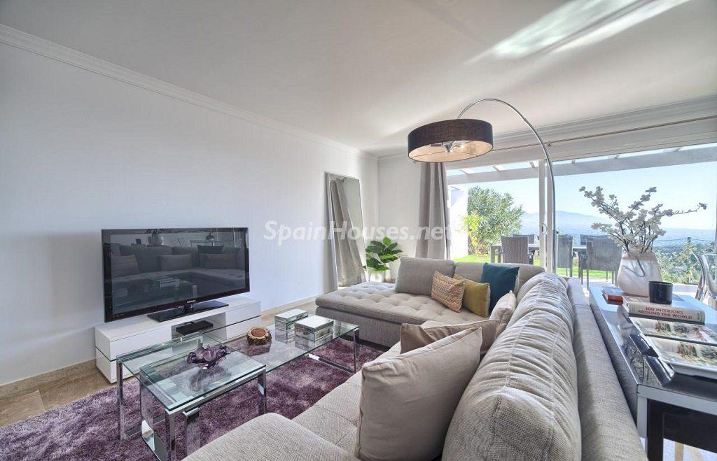 salon3 7 1024x659 - Precioso piso a estrenar en la Sierra de las Nieves (Istán, Marbella), naturaleza a 15 km del mar