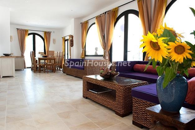 salon52 - Preciosa casa de reluciente blanco mediterráneo en la campiña ibicenca