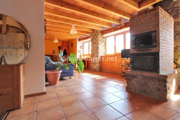 salon56 - El encanto rural de una casa de piedra entre las montañas de Baix Pallars, Lleida