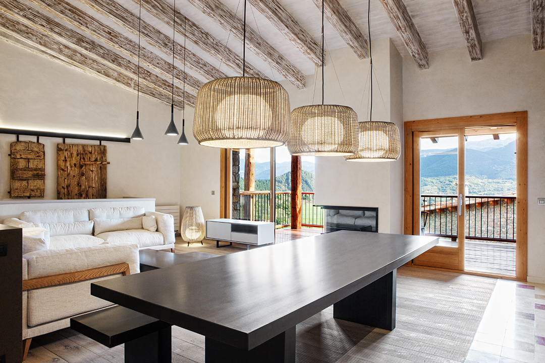salon65 - La calidez de la madera en una fantástica casa rehabilitada en La Cerdaña catalana