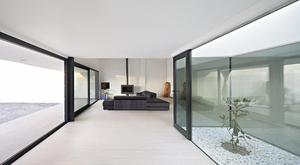 salon68 - Preciosa casa en Granada de líneas puras y blanco minimalista