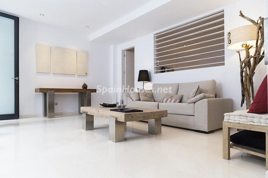 salon7 1 1024x682 - Lujo minimalista para una escapada de vacaciones frente a Es Vedrà, Ibiza (Baleares)