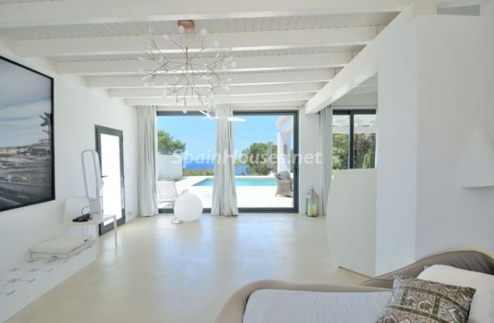 salon99 - Fantástica villa en Cala Vadella (San José, Ibiza): blanca, luminosa y mediterránea