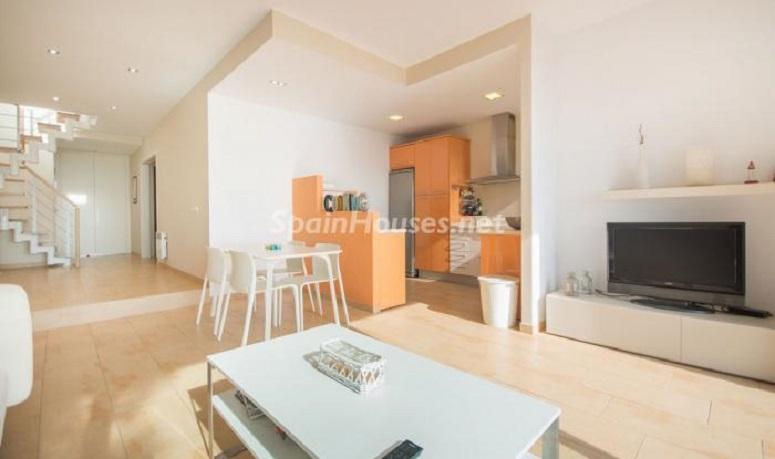 saloneinterior - Luminoso apartamento en primera línea de mar en Roda de Barà (Costa Dorada, Tarragona)