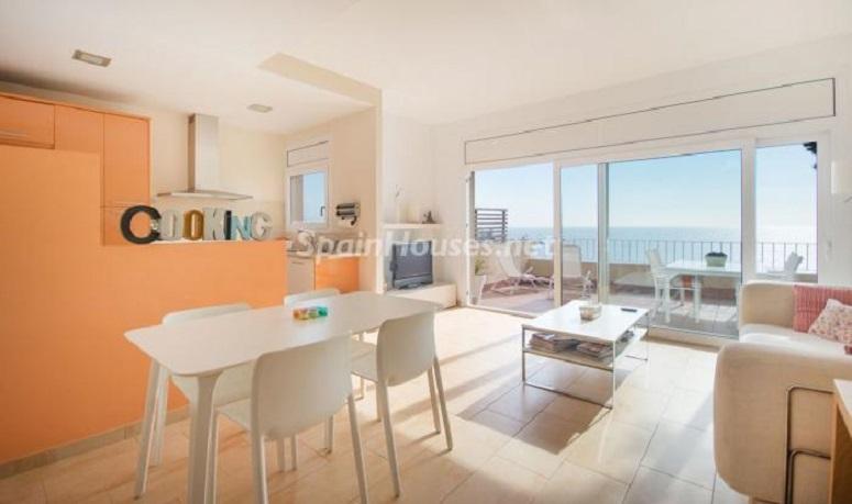 salonvistas 1 - Luminoso apartamento en primera línea de mar en Roda de Barà (Costa Dorada, Tarragona)