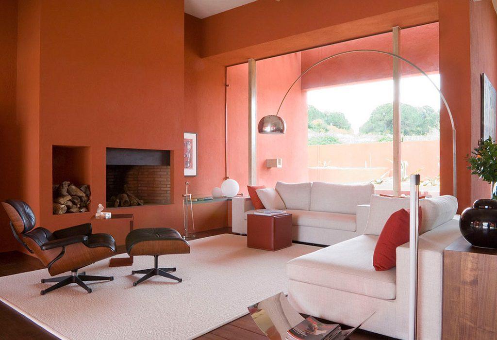 salonychimenea 3 1024x701 - Inspiración, color y elegancia en una preciosa casa en Sotogrande (Costa de la Luz, Cádiz)