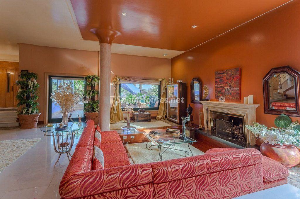salonychimenea 5 1024x682 - Lujosa serenidad clásica en una espectacular casa en Las Palmas de Gran Canaria