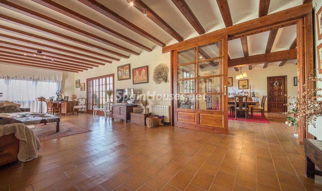 salonycomedor 3 1024x608 - Preciosa casa rústica entre viñedos y naturaleza en el Bajo Penedés, Tarragona