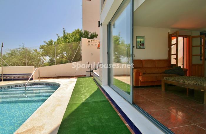 salonypiscina1 - Gran chalet de 6 dormitorios con vistas a la Isla de San Andrés, Carboneras (Almería)