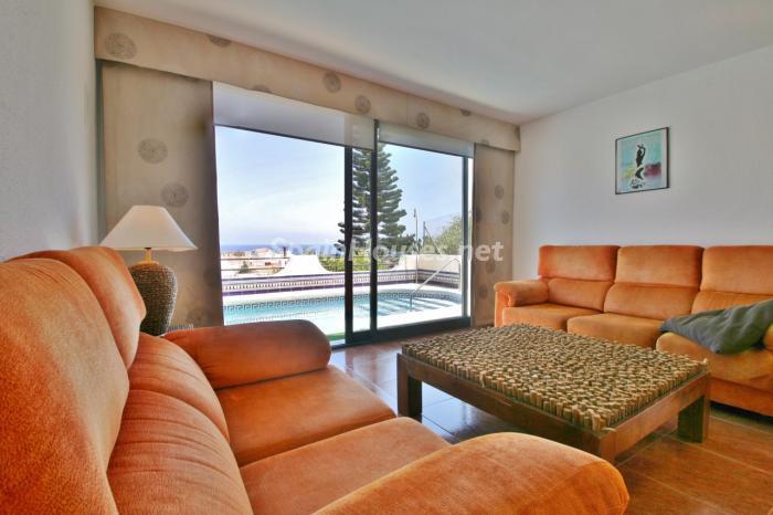 salonypiscina2 - Gran chalet de 6 dormitorios con vistas a la Isla de San Andrés, Carboneras (Almería)