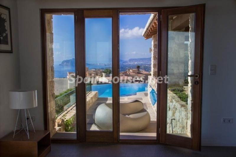 salonyterraza 1 - Lujosa casa vestida de piedra en Benitachell (Costa Blanca) con vistas panorámicas al mar