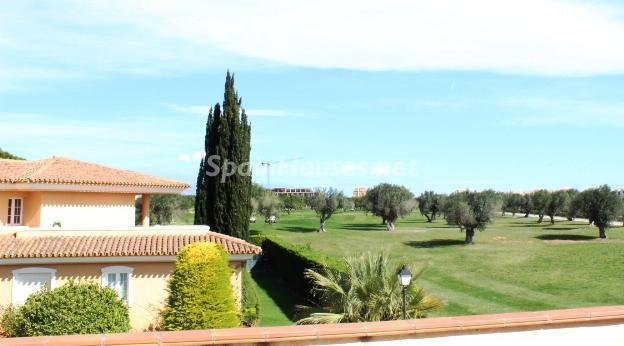 sanjorge castellon - Verde, sol y mar: 19 fantásticas viviendas a buen precio en campos de golf en España