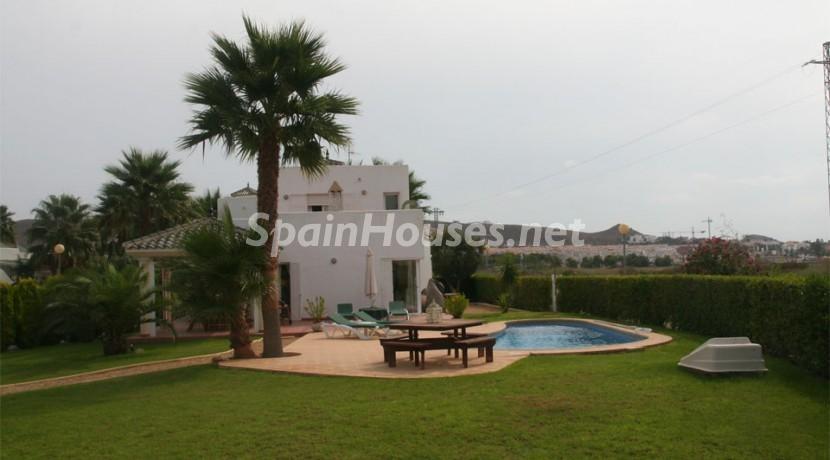 sanjuandelosterreros almeria - 20 preciosas casas para disfrutar de la primavera con bonitos rincones en el jardín