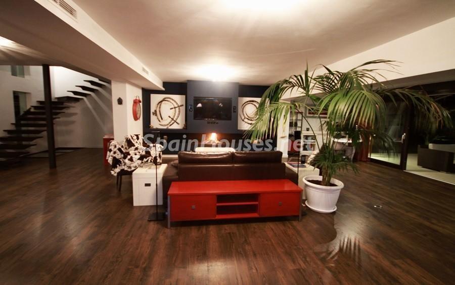 sanpedrodealcantara malaga 1 - Calidez y chimeneas en 17 salones perfectos para disfrutar del invierno